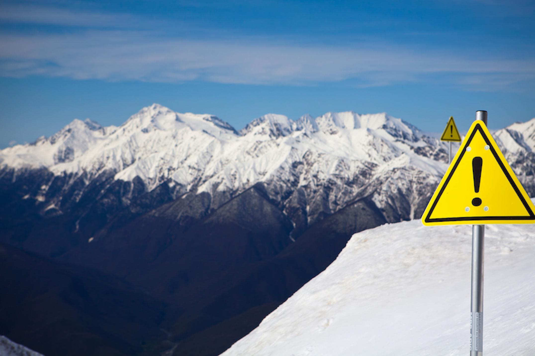 При сходе лавины вгорах Алтая погибли 7 туристов