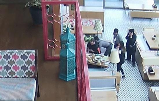 Турецкий официант спасает от удушения подавившегося туриста в ресторане Istanbul